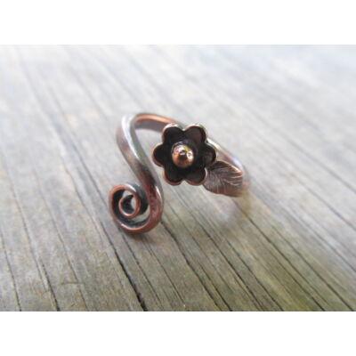 Apró alandor levéllel - réz gyűrű - egyedi tervezésű kézműves ékszer